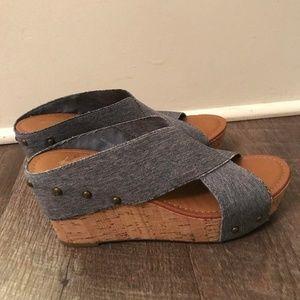 Crown Vintage Platform Sandals (size 6.6)